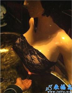 邪恶的洗手台,男淫们的最爱啊!