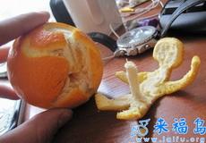 见过这么剥橘子皮的么!是有多邪恶啊!