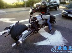 這么拉風的摩托轉彎有點困難