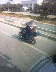 这安全帽太拉风了!