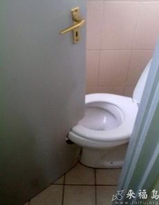 这厕所设计的让人怎么上啊