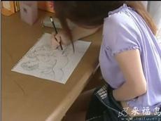 看她画的是什么,就知道她把手伸进裤子的原因了
