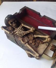 自从媳妇给买了这烟灰缸,再也不敢抽烟了