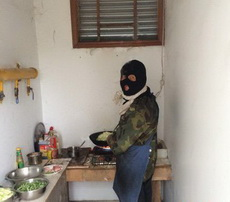 哥,你是做饭还是抢银行啊!