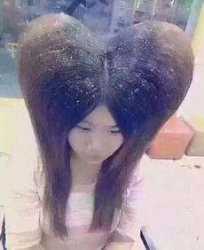发型师我头顶太尖脸又很大,能不能给我做个显脸小一点的蓬松发型呢