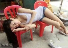 心疼妹子工作太累了