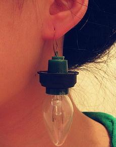 情人节送女朋友一对耳环,她说用它照亮一生的幸福