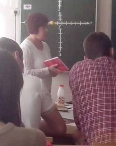 第一眼看成了老師的大腿!