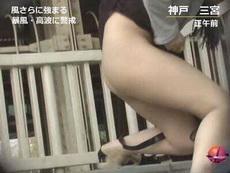 昨日,日本台风,直播的时候镜头突然出现了这个妹子