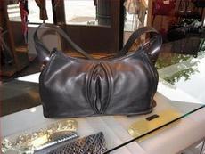 女票新买的包包,觉得哪里不对啊!