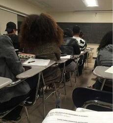 我说这位同学,你摸电门了吗