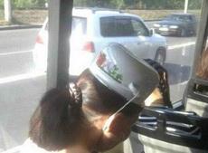 妹子的帽子有点意思