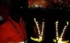在非洲,交警必须穿荧光服,
