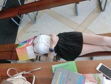 不要叫醒这位同学我想她一定是学习累了