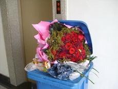 垃圾桶都收到花了,你收到了吗?