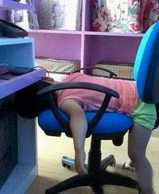 现在玩游戏压力真大,玩着玩着就睡着了