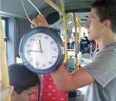 时刻提醒车上的人上班要迟到了