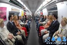 纽约地铁上演双胞胎大戏