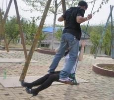 Qué están haciendo ellos? qué romántico es eso!