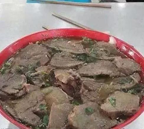 牛肉拉面,我的拉面呢?我可是来吃面的啊!