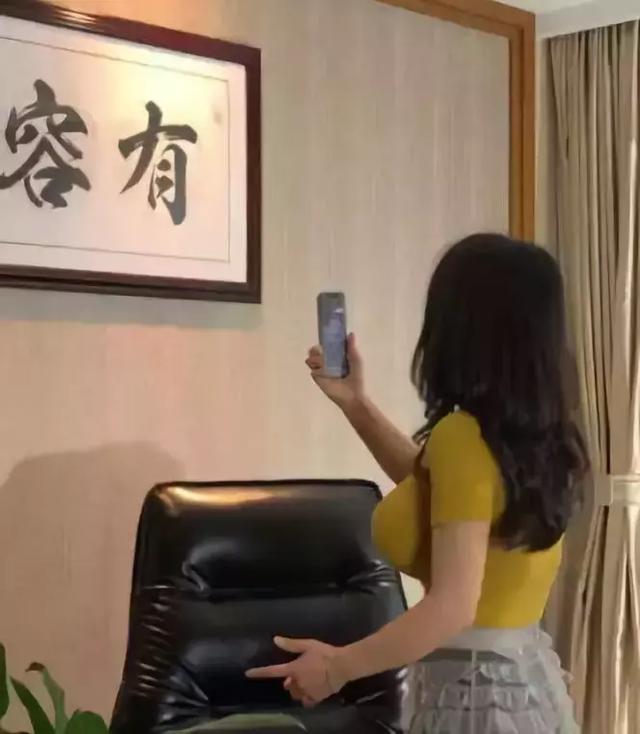 屏幕外是什么字呢?